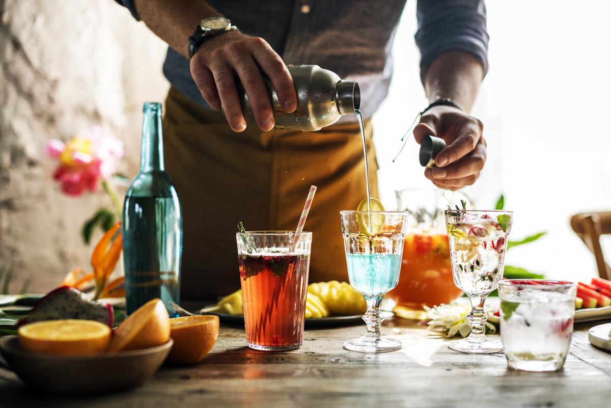 Come diventare barman: formazione ma sopratutto pratica.